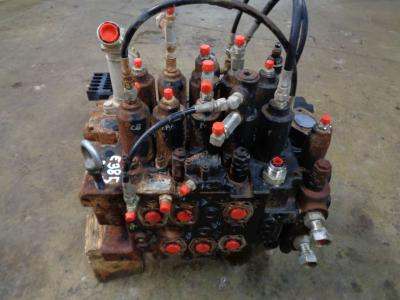 Hydraulic distributor for New Holland E 385 B sold by PRV Ricambi Srl