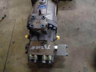 Track motor for JCB JS 200 W sold by PRV Ricambi Srl