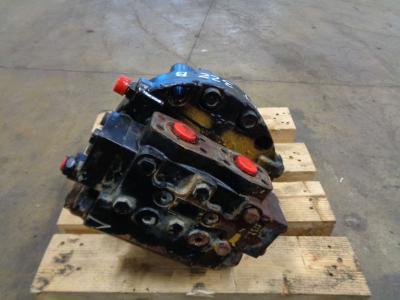 Track motor for Caterpillar 322 B sold by PRV Ricambi Srl