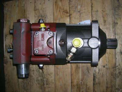 Track motor for O&K MH Plus sold by PRV Ricambi Srl
