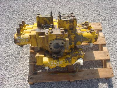 Hydraulic distributor for Volvo 4600 sold by OLM 90 Srl