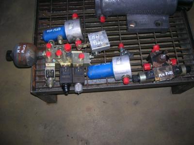 Hydraulic distributor for O&K Gommato sold by PRV Ricambi Srl