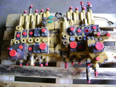 Hydraulic distributor for Caterpillar 325 B sold by PRV Ricambi Srl