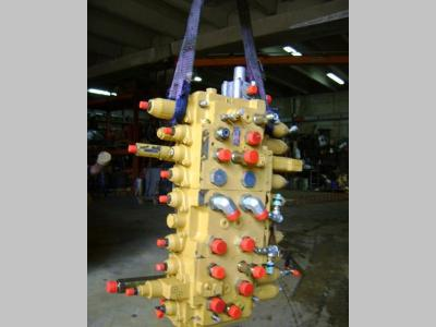 Hydraulic distributor for Caterpillar 312 sold by PRV Ricambi Srl