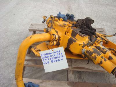 Hydraulic distributor for Fiat Allis 645B sold by OLM 90 Srl