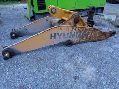 Arm for loaders for Hyundai 770-7A sold by PRV Ricambi Srl