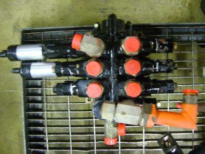 Hydraulic distributor for Fiat Hitachi W 90 sold by PRV Ricambi Srl