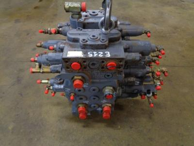 Hydraulic distributor for New Holland E 215 sold by PRV Ricambi Srl