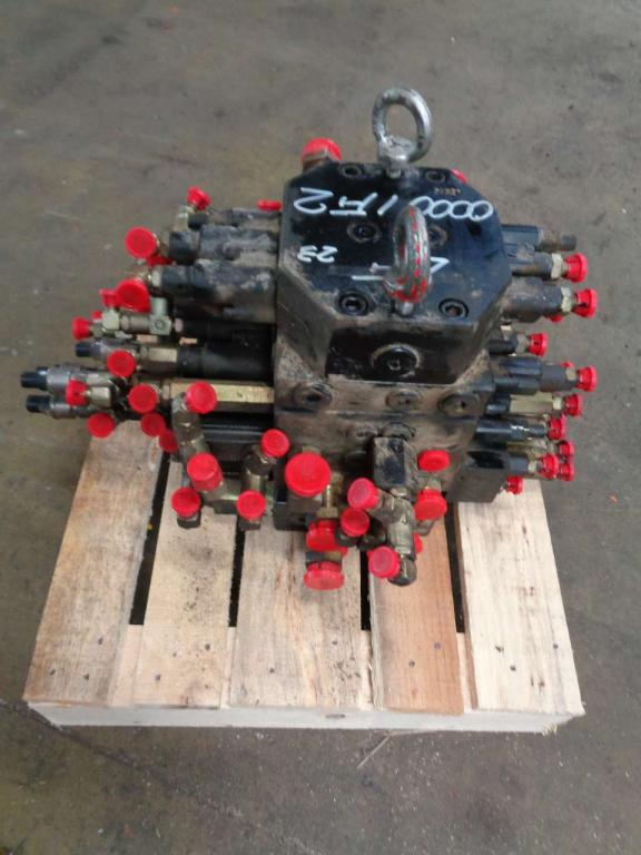 Hydraulic distributor for New Holland Kobelco E 80 sold by PRV