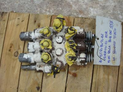 Hydraulic distributor for Bobcat 553 sold by OLM 90 Srl