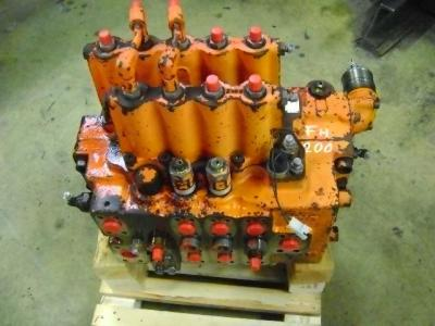 Hydraulic distributor for Fiat Hitachi FH 200 sold by PRV Ricambi Srl