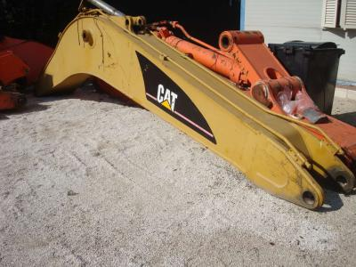 Boom for Caterpillar 325C sold by OLM 90 Srl