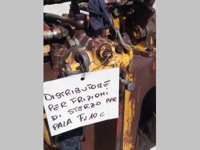 Hydraulic distributor for Fiat Allis FL10C sold by OLM 90 Srl